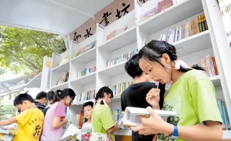 暖哭!为把知识带给山区孩子,佛光山的移动图书馆开了10年