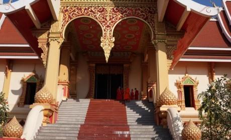 携手共创中老佛教交流新篇章 ——印顺大和尚与老挝佛教及政府负责人会谈