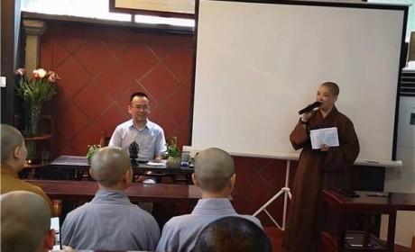 中国人民大学宣方教授在厦门进明寺讲解佛法修学纲要