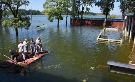 湖南佛慈2020救灾帮困助学慈善行继续第八、九、十站的帮扶工作