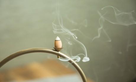 焚香知时令:在秋冬季节,如何品香养生?
