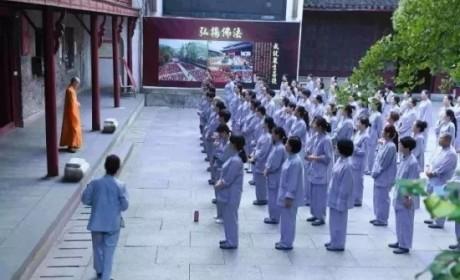 """上百女子入寺连住21天,""""女众如僧""""禅修营为何如此吸引人?"""