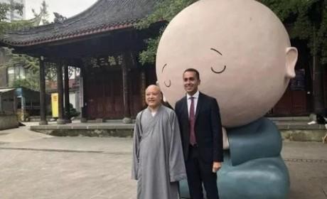 意大利副总理访问成都大慈寺 体验中国传统文化