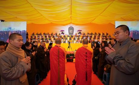 不只送出30万份腊八粥!杭州灵隐寺还隆重举行了讲经传供祈福法会