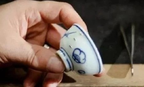 """锔瓷丨绝了!谁说不能""""破镜重圆""""?碎掉的瓷器还能变成艺术品!"""