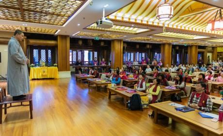 管理生命,就从呼吸开始——广州大佛寺癌症康复营患者练习嵩山内养功法