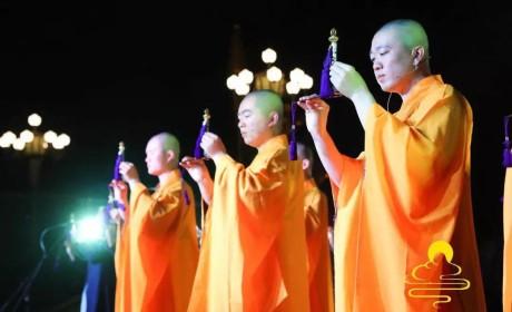 """庆祝佛诞2563年 浙江奉化雪窦山举行""""慈光之夜""""传灯祈福法会"""
