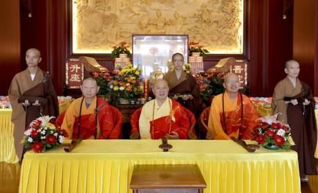 珠海普陀寺短期出家班第四日:男众剃度受戒 明生大和尚开示出家功德