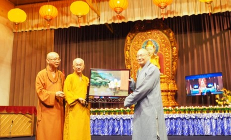 圣辉大和尚率团出席新加坡佛教总会在毗卢寺举办的纪念新加坡开埠200周年启建护国祈福供佛斋僧大典