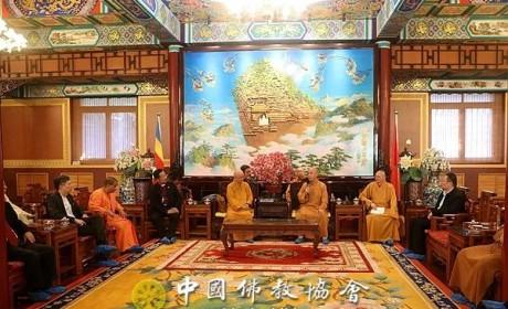 中国佛教协会演觉副会长会见新加坡宗教联谊会代表团一行