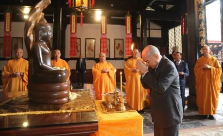 柬埔寨国王西哈莫尼访问成都文殊院 宗性法师热情接待