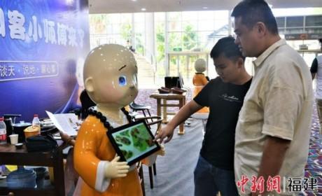 24小时全天候陪伴 人工智能机器人亮相厦门国际佛事用品展