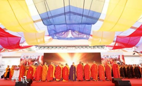 世界和平法会:来自三国僧侣的祈愿 不同的语言同样的祝福