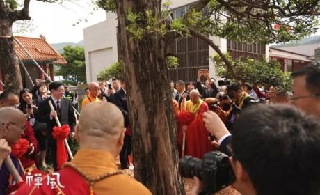 聚焦现场:中韩日三国佛教代表们共种友谊树 共叙团结情