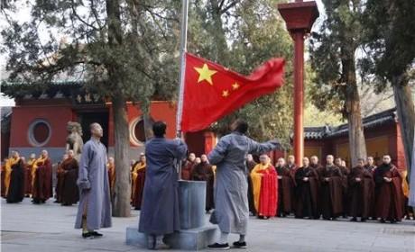 庚子清明,少林寺降半旗为新冠肺炎逝者默哀