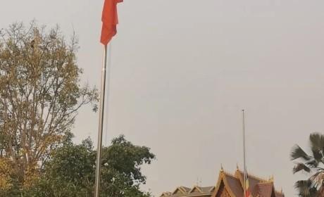 向英雄致敬—云南省西双版纳州佛教界虔诚诵经祈福 深切悼念抗击新冠肺炎疫情牺牲烈士和逝世同胞