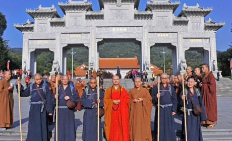 回顾:践行佛法于世间 珠海普陀寺五位常住法师四千里行脚普陀山