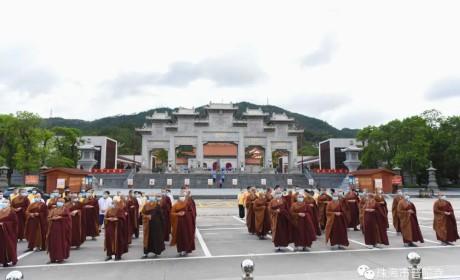有序恢复开放首日 珠海普陀寺举行升国旗仪式