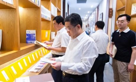 上海市委常委、统战部部长郑钢淼一行调研上海玉佛禅寺
