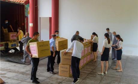 珠海红湾亿豪置业有限公司向珠海普陀寺捐赠一批爱心物资
