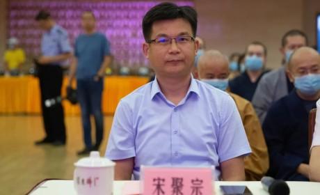 上海玉佛禅寺向市民捐赠头盔1000顶,每一顶都是平安吉祥的护佑!