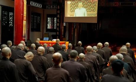 庆祝中国共产党成立100周年,成都文殊院举行升国旗仪式