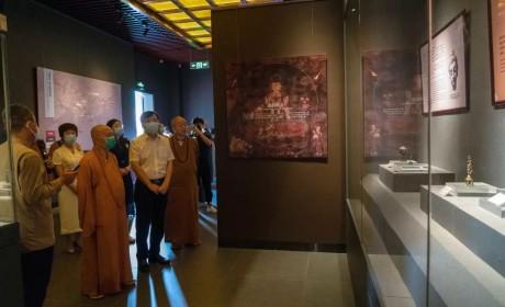 参观珠海普陀寺佛教艺术馆 感受新时代佛教中国化风尚